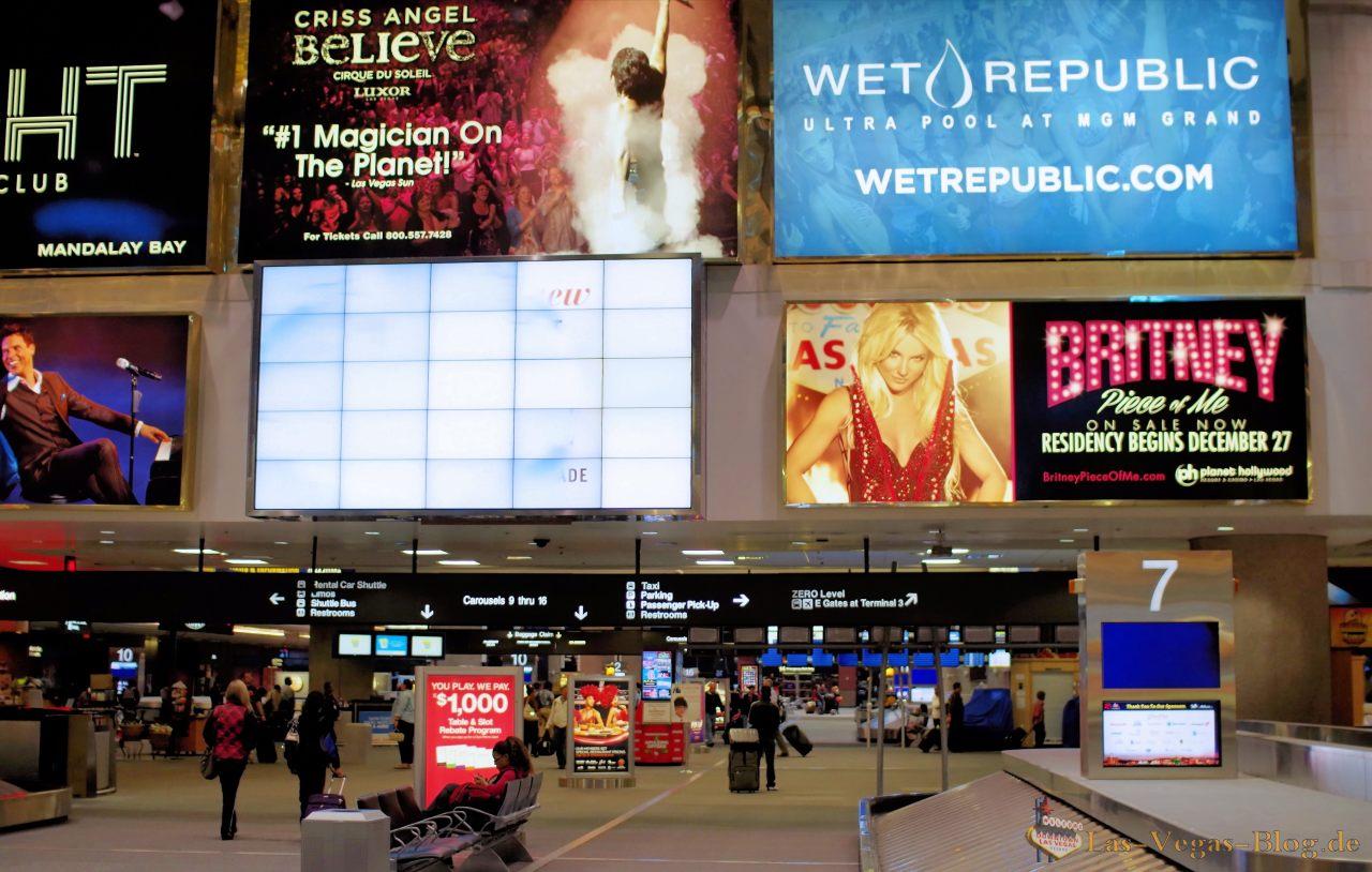 Flamingo hotel las vegas bei nacht aus dem heliopter - Britney Spears Ist In Las Vegas Angekommen Endlich