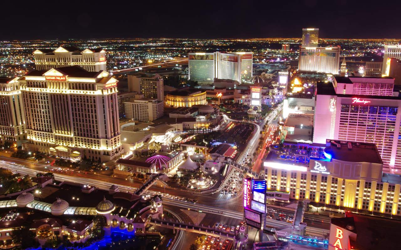 Flamingo hotel las vegas bei nacht aus dem heliopter - Resort Fees Las Vegas Vor Dem Aus